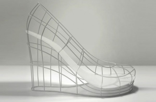 The Ghost Valentina b2ap3_thumbnail_12-shoes-for-12-lovers-sebastian-errazuriz-21-600x390